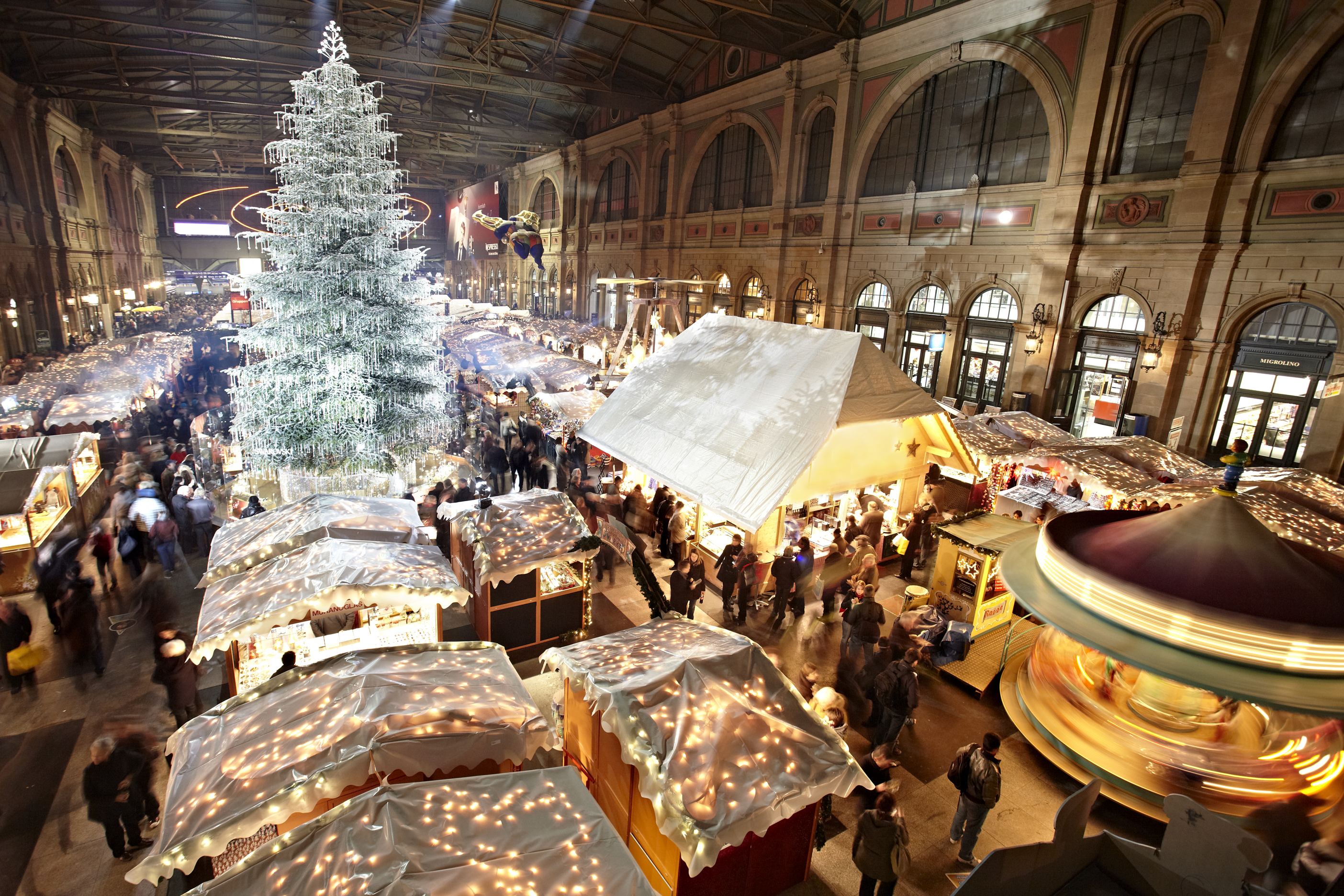Christmas Market at the Hauptbahnhof Zurich, Europe\'s largest indoor ...